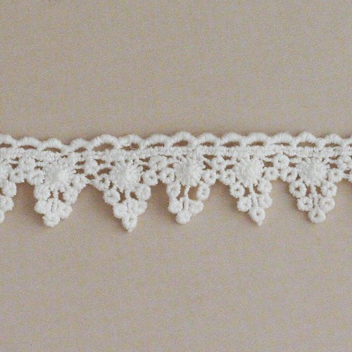 26534 Maya Road Alterable Mini Banner Crochet Trim 1m x 23mm.