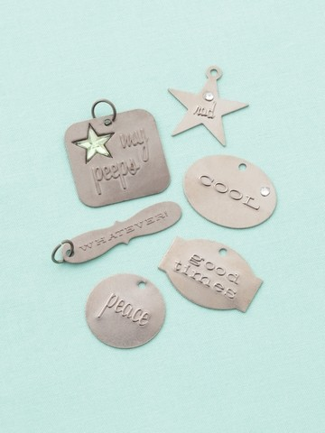 12959 Embossed charms teen / 6 ST (34813).
