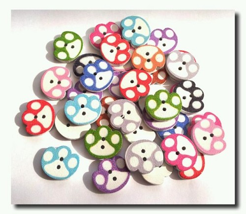 25291 Mixed Colors Wood Buttons Paw 10 Stuks 14x16 mm.